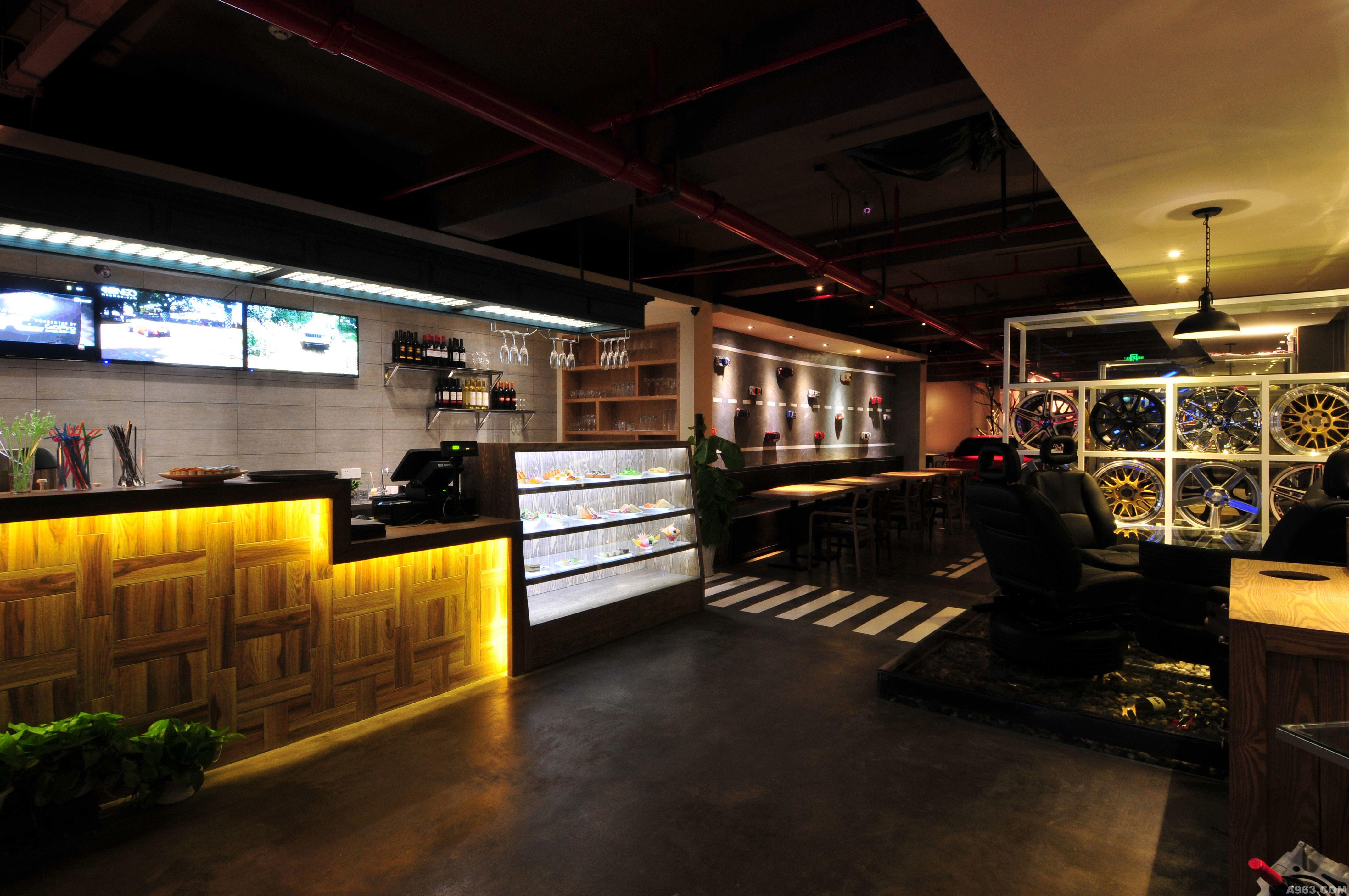曼塔西汽车主题咖啡厅